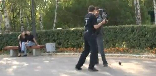Kameramann kämpft mit Photografen