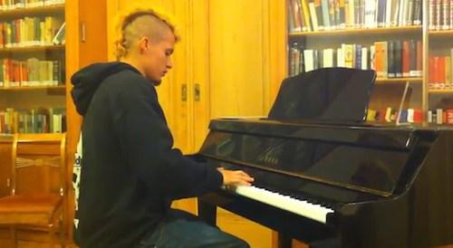 Jörg Perreten am Klavier