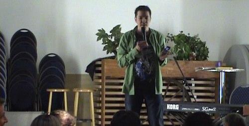 Handy klingelt bei Vorstellung - Comedian rächt sich