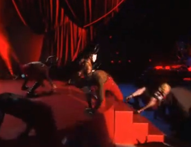 madonna-sturz-brit-awards